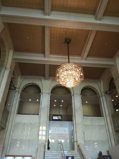 大阪市立美術館の豪華なシャンデリア